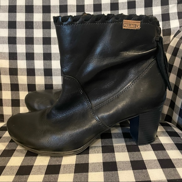 Pikolinos Black Leather Ankle Zip Bootie